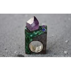 """Bague """"coulée verte"""", en lave émaillée, améthyste, lapis lazuli et argent"""