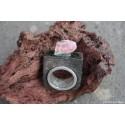 Bague en pierre de lave émaillée et argent, rubis brut et émeraude