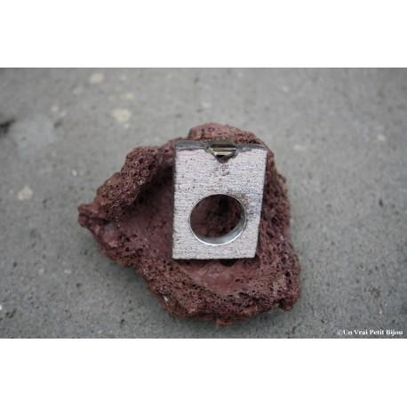 Bague émaillée carré brut